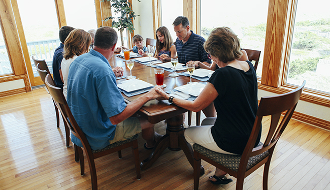 We are grateful the Zeman family welcomed us in to their beach house to capture their vacation.
